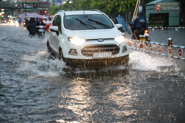 Hàng loạt chuyến bay tại Tân Sơn Nhất bị ảnh hưởng do mưa lớn bất thường - Ảnh 5.