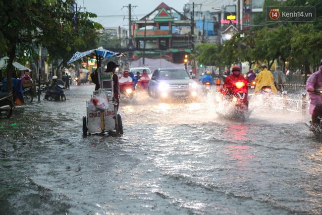 Hàng loạt chuyến bay tại Tân Sơn Nhất bị ảnh hưởng do mưa lớn bất thường - Ảnh 6.