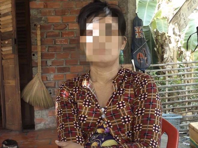 Bố và ông nội xâm hại bé 11 tuổi, mẹ im lặng, bà ngoại đi tố cáo - Ảnh 2.