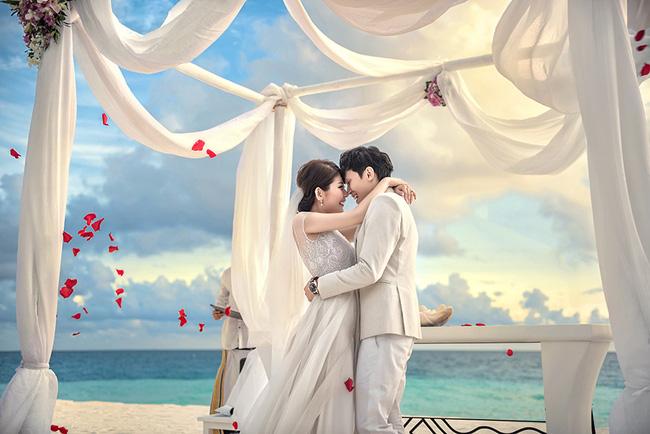Vợ của đại gia Singapore: Từ ca sĩ phòng trà đến phu nhân bước ra từ đám cưới bạc tỉ ở Maldives - Ảnh 2.