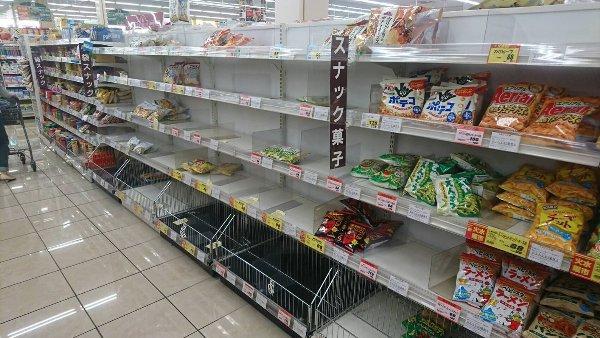 Khủng hoảng snack ở Nhật, người dân tranh giành từng gói khoai tây chiên - Ảnh 2.