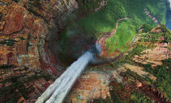 Chùm ảnh những địa danh đẹp nổi tiếng thế giới nhìn từ trên cao - Ảnh 1.