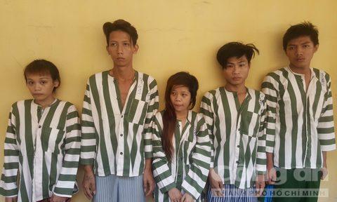 """""""Kiều nữ"""" cùng nhóm bạn dàn cảnh đánh ghen cướp tài sản bạn trai cũ giữa Sài Gòn - Ảnh 1."""