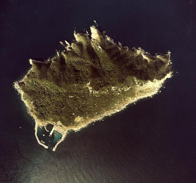 Hòn đảo kỳ lạ chỉ dành cho đàn ông tại Nhật Bản - Ảnh 1.