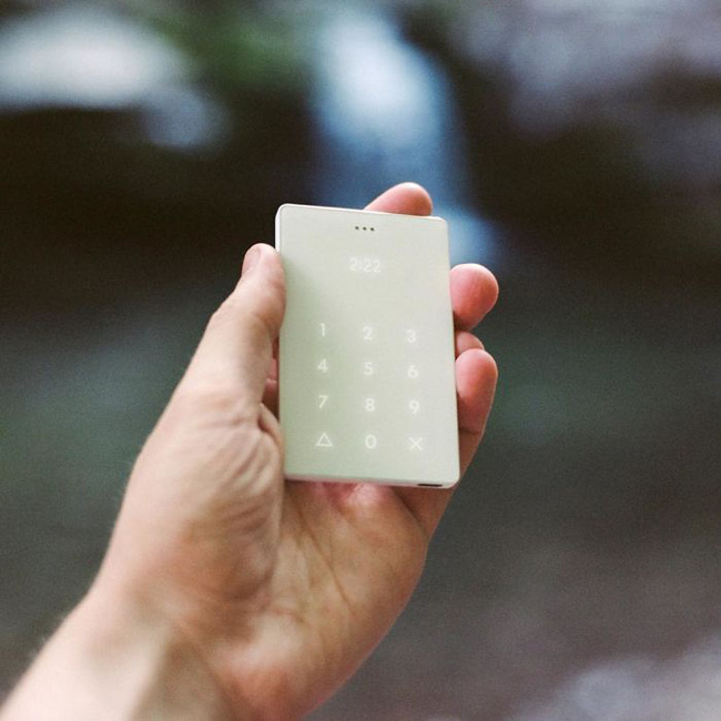 Cai nghiện smartphone bằng cục gạch sang chảnh chỉ có chức năng nghe - gọi - Ảnh 2.