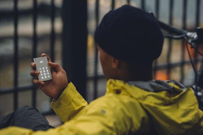 Cai nghiện smartphone bằng cục gạch sang chảnh chỉ có chức năng nghe - gọi - Ảnh 4.