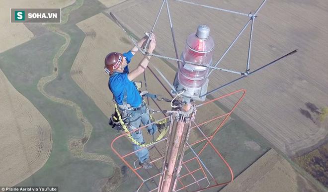 Ở độ cao nửa cây số, đây chắc chắn là 1 trong những công việc đáng sợ nhất thế giới! - Ảnh 3.