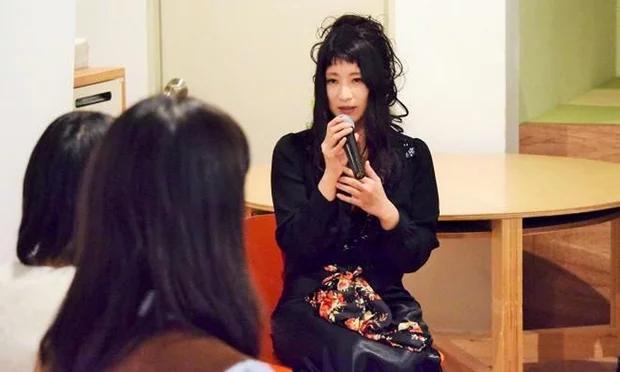 Những mánh lừa đẩy phụ nữ Nhật vào ngành công nghiệp khiêu dâm tỷ đô - Ảnh 1.