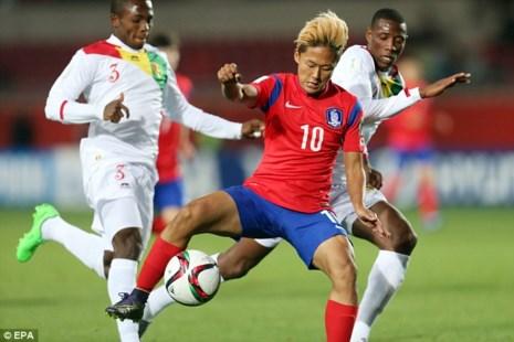 Hàn Quốc thắng Uruguay, Maradona khen Messi Hàn hết lời - Ảnh 1.