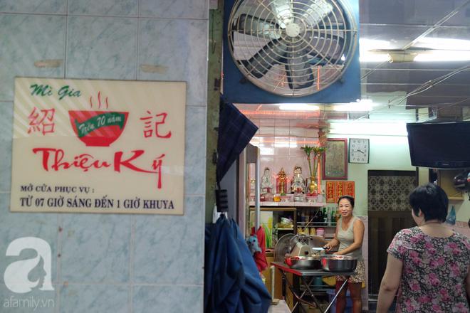 Ở Sài Gòn mà chưa xem xiếc mì, chưa ăn tô sủi cảo Thiệu Ký, bạn vẫn chưa hưởng hết lạc thú chánh hiệu Sài Gòn - Ảnh 1.