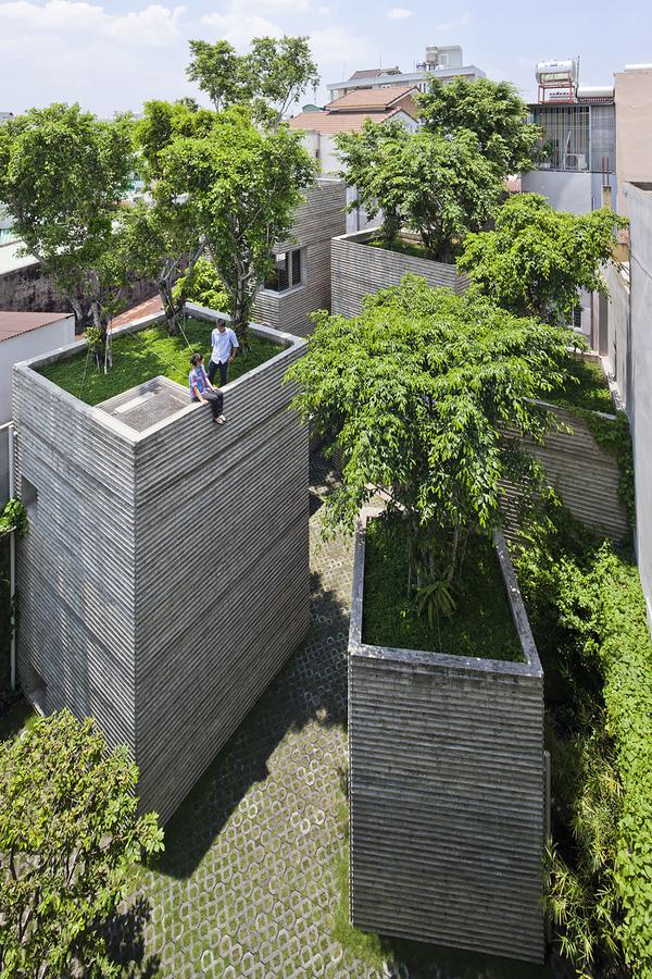 Hình ảnh thực tế gây tranh cãi về ngôi nhà đạt giải thưởng lớn của KTS Võ Trọng Nghĩa - Ảnh 1.