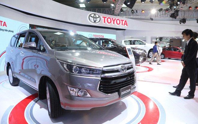 Ô tô Toyota giảm chưa từng có, Ford xuống giá ngay 130 triệu - Ảnh 1.