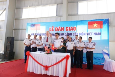 Mỹ bàn giao cho Cảnh sát biển Việt Nam 6 tàu tuần tra - Ảnh 1.