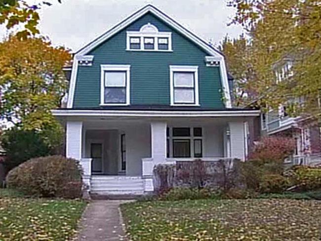 Bí ẩn câu chuyện người phụ nữ ở chung nhà với 3 tử thi suốt vài chục năm ròng - Ảnh 1.