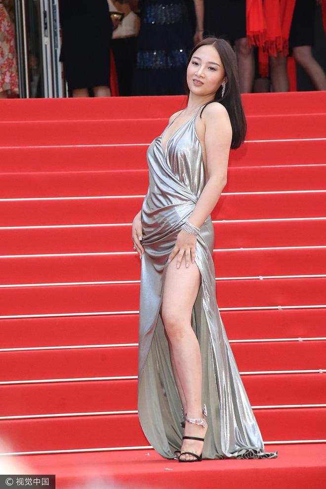 Người đẹp vô danh Cbiz tiếp tục bon chen thảm đỏ Cannes, tự biến mình thành Bella phiên bản lỗi - Ảnh 2.