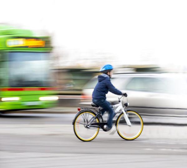Ô nhiễm không khí do tắc đường tổn hại nặng nề đến trẻ em - Ảnh 1.