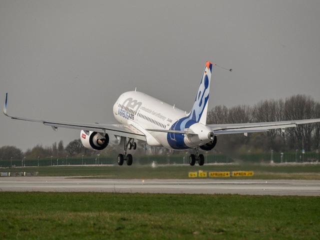 Thiết kế mới của Airbus gây sửng sốt vì trần máy bay trong suốt, giúp hành khách nhìn ngắm bầu trời - Ảnh 2.