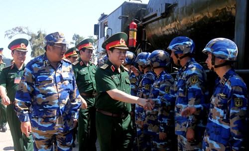 Bộ Quốc phòng kiểm tra toàn diện công tác huấn luyện, SSCĐ của Quân chủng Hải quân - Ảnh 1.