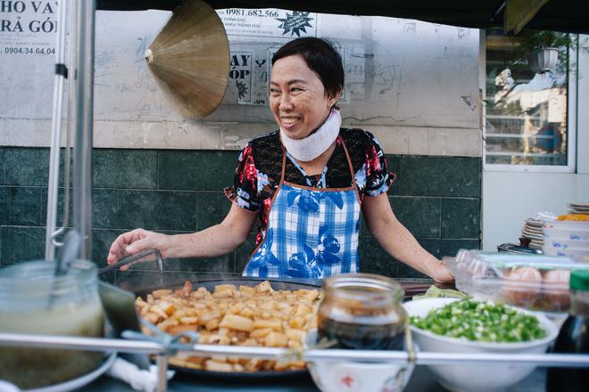 Chiều Sài Gòn lộng gió, ghé hẻm Cheo Leo ăn dĩa bột chiên giản dị mà gây nhớ gây thương suốt 43 năm - Ảnh 2.