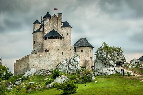 10 tòa lâu đài mang vẻ đẹp cổ tích vượt thời gian nổi tiếng khắp thế giới - Ảnh 2.