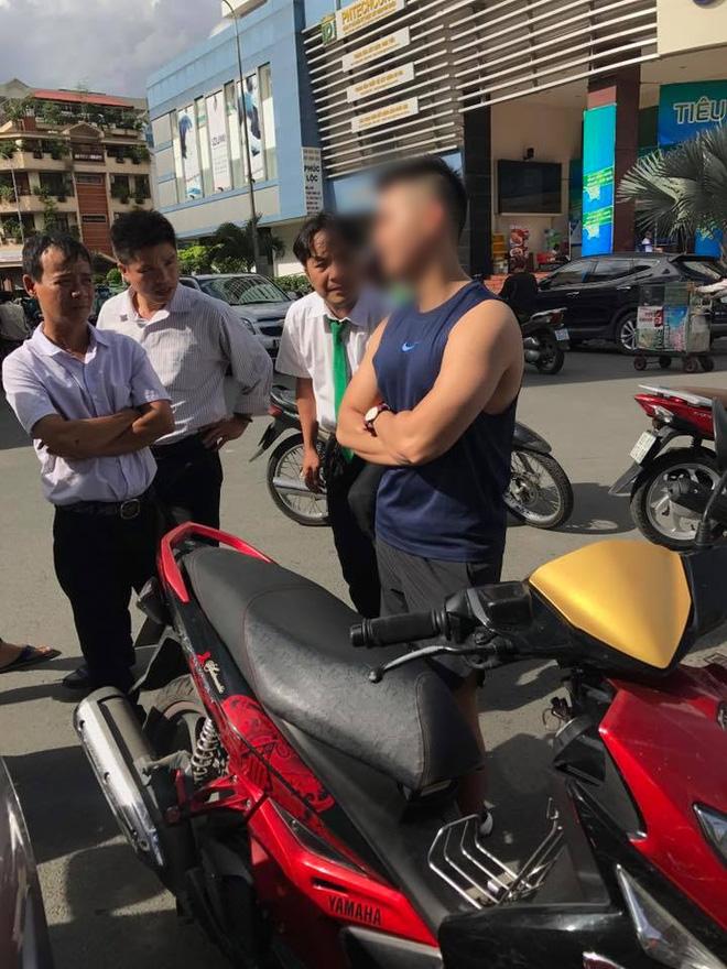 Mặc tài xế taxi năn nỉ chỉ còn 200k trong túi, soái ca Sài Gòn kiên quyết đòi 400k bồi thường sau va chạm - Ảnh 2.