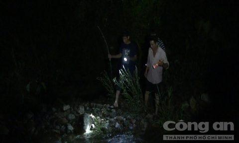 Quảng Ngãi: Rủ nhau đi tắm thác, ba học sinh bị nước cuốn trôi - Ảnh 1.
