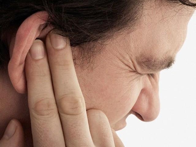 Vệ sinh tai sai cách có thể khiến bệnh nặng thêm: Đây là cách làm sạch an toàn hơn - Ảnh 1.