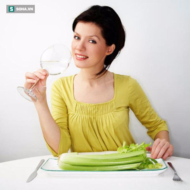 Không uống đủ nước rất nguy hiểm: Chuyên gia bày mẹo uống đủ lượng nước mỗi ngày - Ảnh 3.