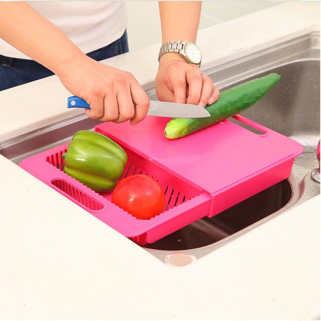 Rửa thớt bằng nước rửa bát: Sai lầm nghiêm trọng khiến bạn đang rước bệnh cho cả nhà - Ảnh 1.