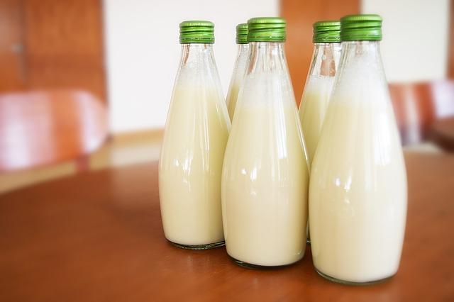 Các nhà khoa học đã phát hiện một phương pháp tiêu diệt vi khuẩn gây hại hiệu quả hơn tiệt trùng sữa - Ảnh 2.