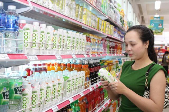 Đem nước dừa đi đóng hộp, một công ty đã nâng giá trị nước dừa tươi lên 300 lần, xuất khẩu hơn 40 nước, giải bài toán đầu ra cho hàng nghìn nông dân Bến Tre - Ảnh 1.