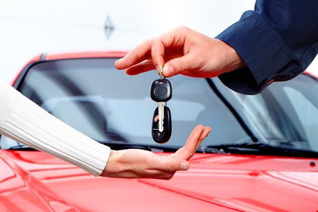 Lo bị phạt, khách hàng dừng mua ô tô trả góp - Ảnh 1.