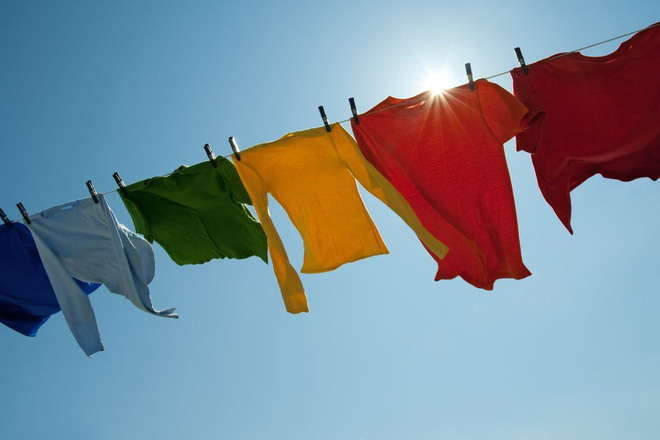 5 sai lầm khi phơi quần áo khiến vi khuẩn tăng thêm rất nhiều lần - Ảnh 2.
