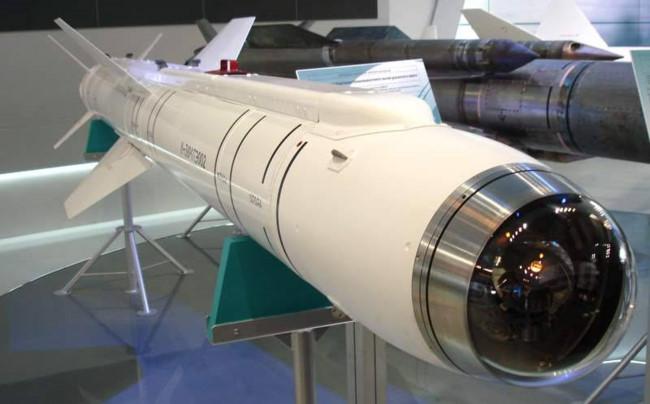 Nga khoe tên lửa không đối đất trên máy bay tàng hình T-50 - Ảnh 1.