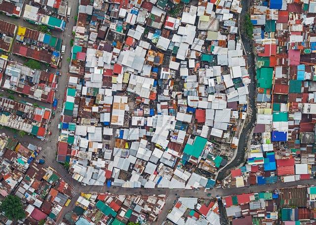 """Những hình ảnh """"nghẹt thở"""" về cuộc sống ở Manila - thành phố đông dân cư bậc nhất thế giới - Ảnh 1."""
