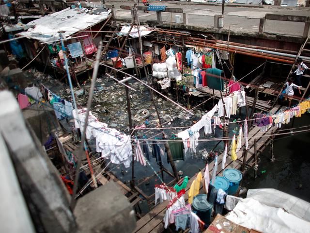"""Những hình ảnh """"nghẹt thở"""" về cuộc sống ở Manila - thành phố đông dân cư bậc nhất thế giới - Ảnh 2."""