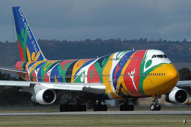Sao có hàng trăm màu nhưng máy bay lại được sơn màu trắng chứ không phải màu khác? - Ảnh 1.