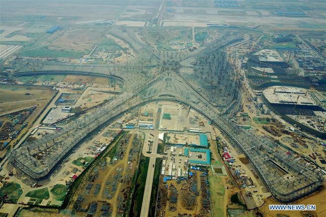 Toàn cảnh công trường xây dựng sân bay quốc tế lớn nhất thế giới, một trong những tác phẩm cuối cùng của nhà thiết kế đại tài Zaha Hadid - Ảnh 2.