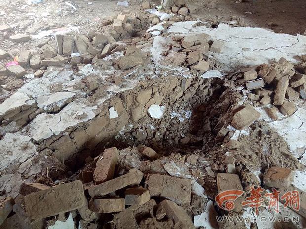 Hàng xóm phá tường nhà cũ, cô bé 5 tuổi bị chôn sống dưới lớp gạch đá mà không ai hay biết - Ảnh 2.