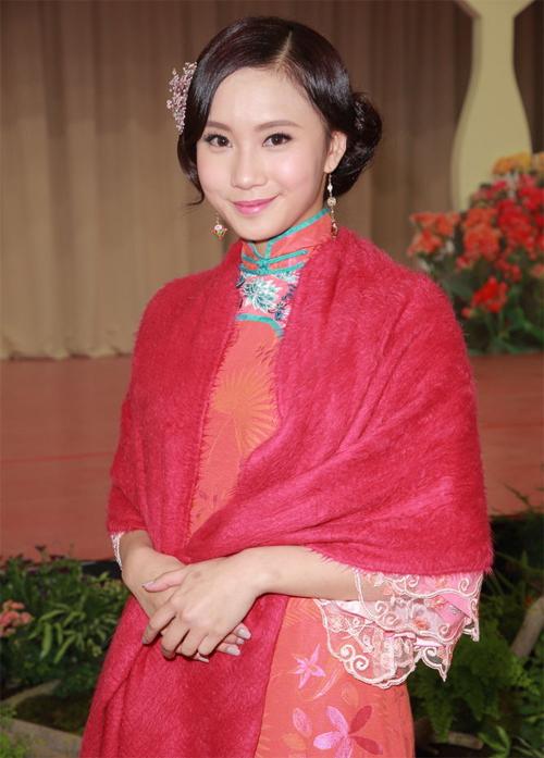 Hoa hậu thị phi nhất Hong Kong: Lộ ảnh nhạy cảm với bạn trai, bị tố là gái bao, vay nặng lãi - Ảnh 1.