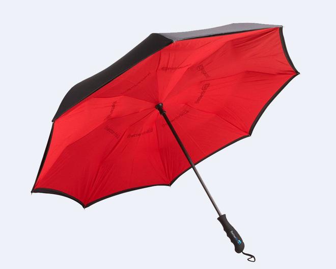 Người ta vừa phát minh lại cái ô theo cách bạn chưa bao giờ nghĩ tới: mở ngược - Ảnh 1.