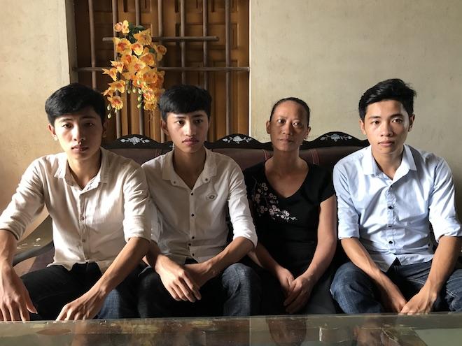Ba anh em sinh 3 cùng đậu vào một khoa của   trường Sĩ quan Thông tin - Ảnh 1.