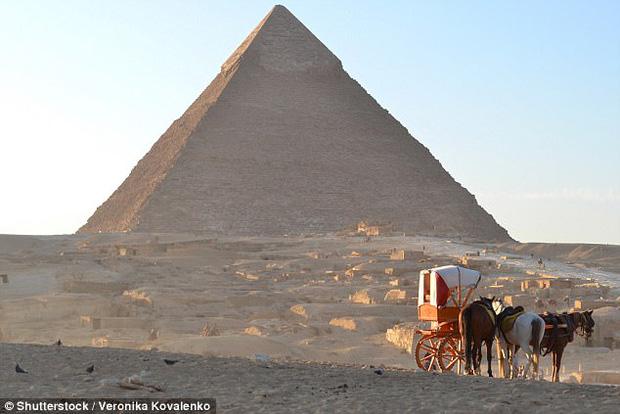 Bằng chứng về mật thất bên trong kỳ quan bí hiểm nhất thế giới - Đại kim tự tháp Giza - Ảnh 1.