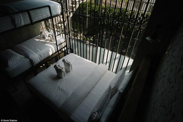 Khách sạn nhà tù ở Bangkok, nơi bạn phải trả tiền để được ngủ sau song sắt mỗi đêm - Ảnh 1.