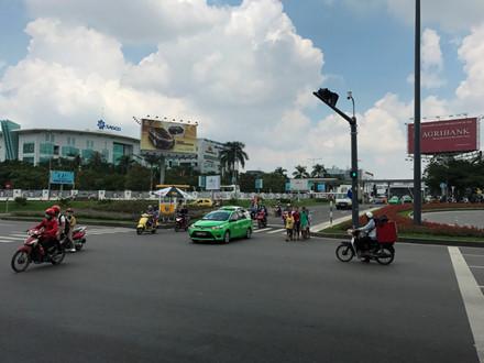 Mở thêm lối thoát giảm kẹt xe cho sân bay Tân Sơn Nhất - Ảnh 2.