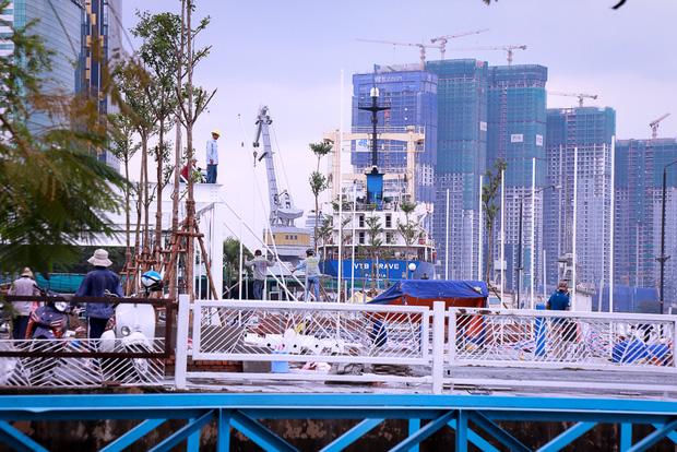 Cận cảnh bến buýt đường sông đầu tiên ở Sài Gòn sẽ hạ thủy vào tháng 9 - Ảnh 1.