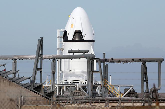 SpaceX gửi kem và giấy vệ sinh cho các phi hành gia trên trạm vũ trụ ISS - Ảnh 1.