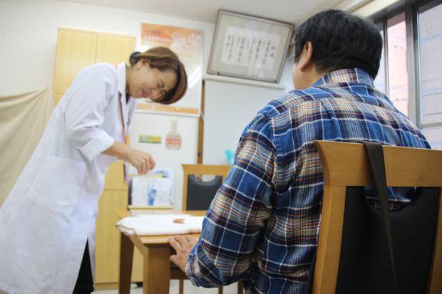 """Người phụ nữ giúp cựu mafia Nhật nối ngón tay bị chặt với phương châm làm việc """"sắt đá"""" khiến giang hồ bái phục - Ảnh 1."""
