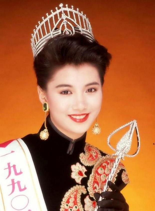 Hơn 30 năm qua, các thế hệ Hoa hậu Hồng Kông dần tuột sắc đến thảm hại - Ảnh 2.