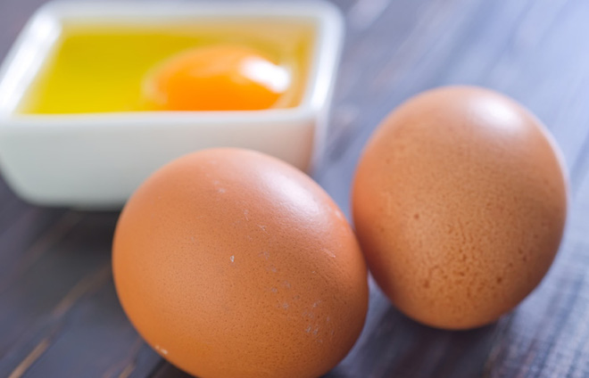 Ăn trứng gà khi mang thai sẽ sinh con da trắng bóc và thông minh hơn người? - Ảnh 1.